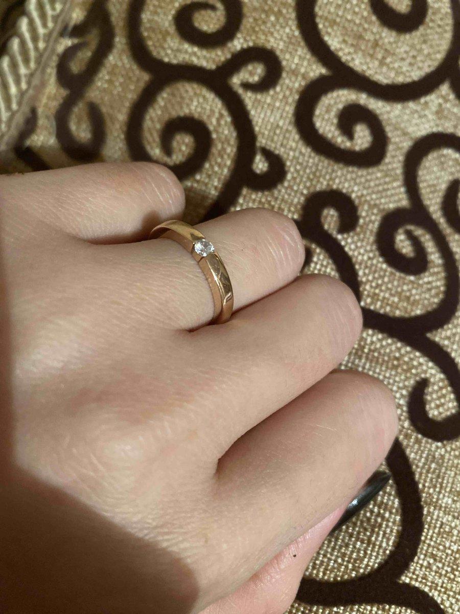 Похоже на помолвочное кольцо