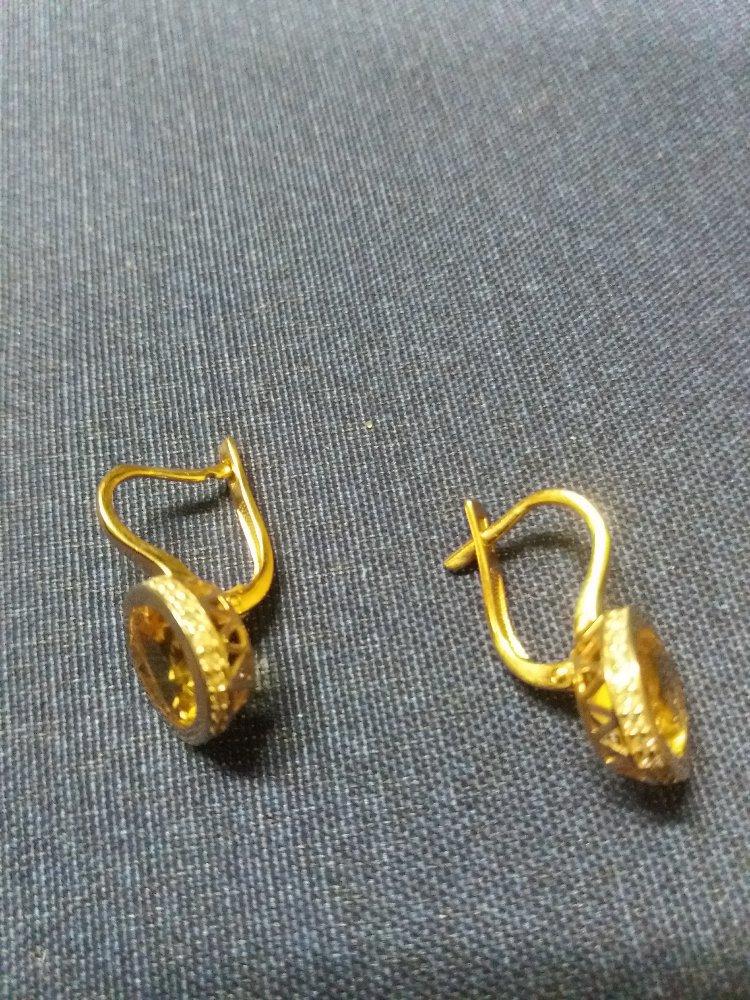 Отличные серьги с цитринами и бриллиантами.