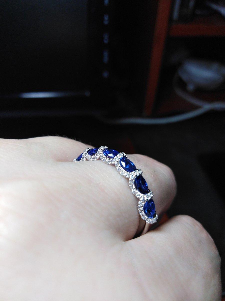 Оригинальное, очень красивое кольцо.