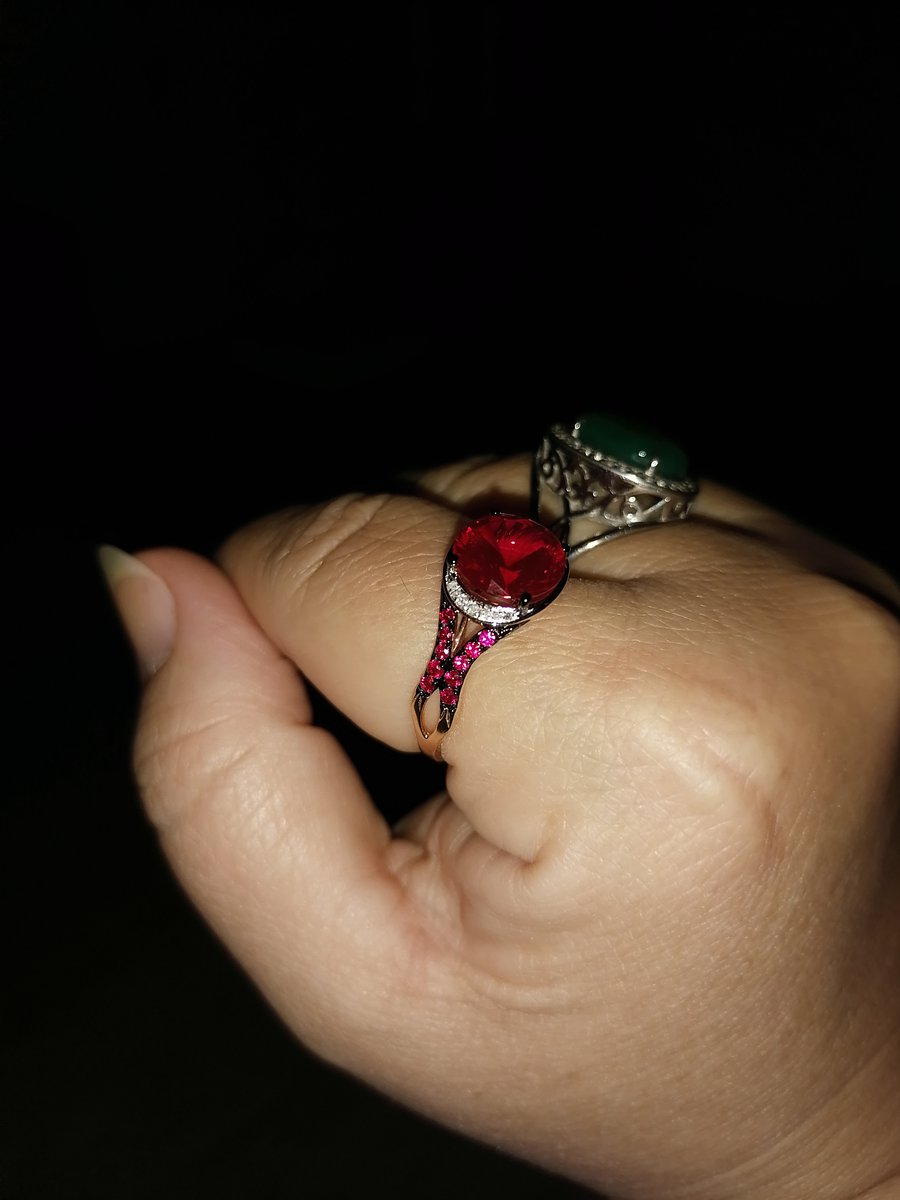 Кольцо с рубинами.