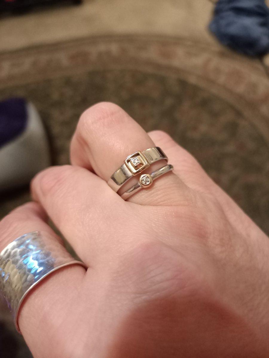 Кольцо серебряное с золотом и маленький брильянтик.