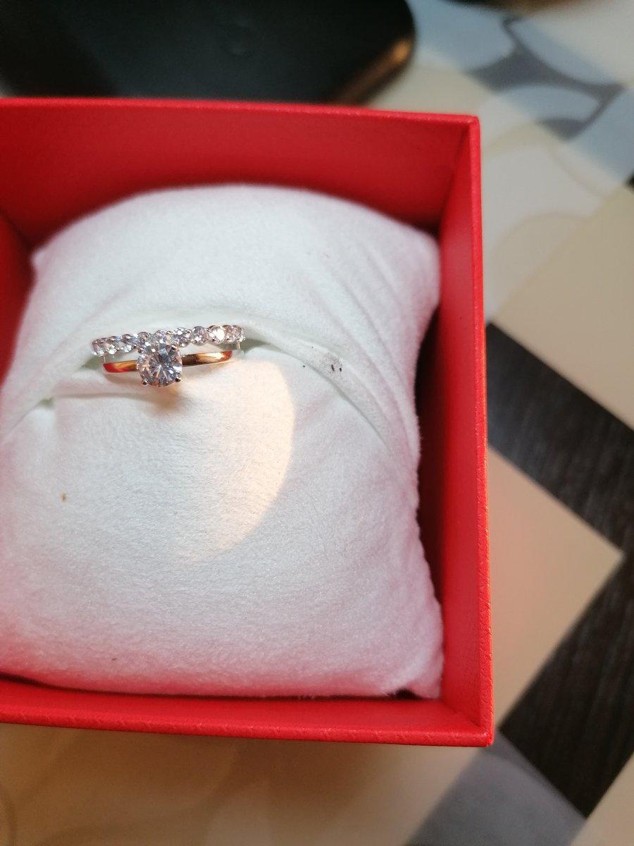 Прекрасное украшение кольцо из белого золота