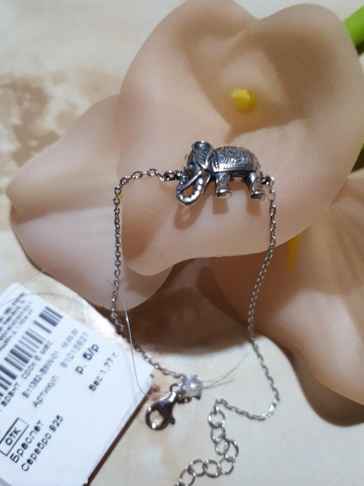 Серебряный браслет с фигуркой слона. четко, выполненные все детали.