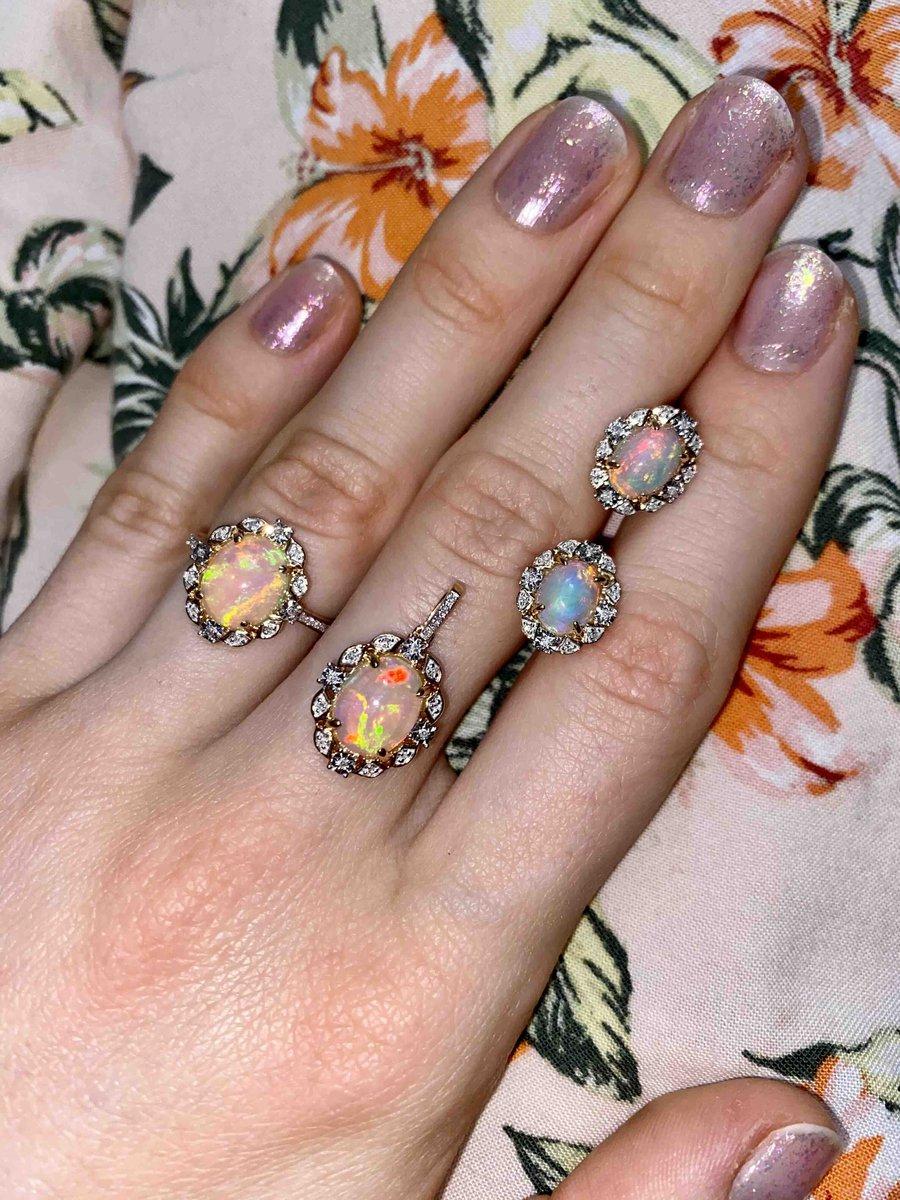 Очень красивое кольцо нежное , яркое , стильное