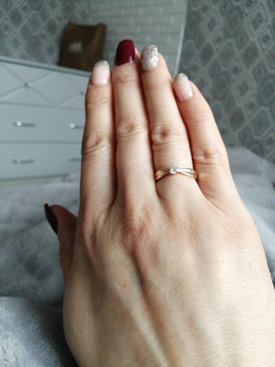 Хорошее кольцо 585 пробы с фианитом.аккуратное,как я и люблю.