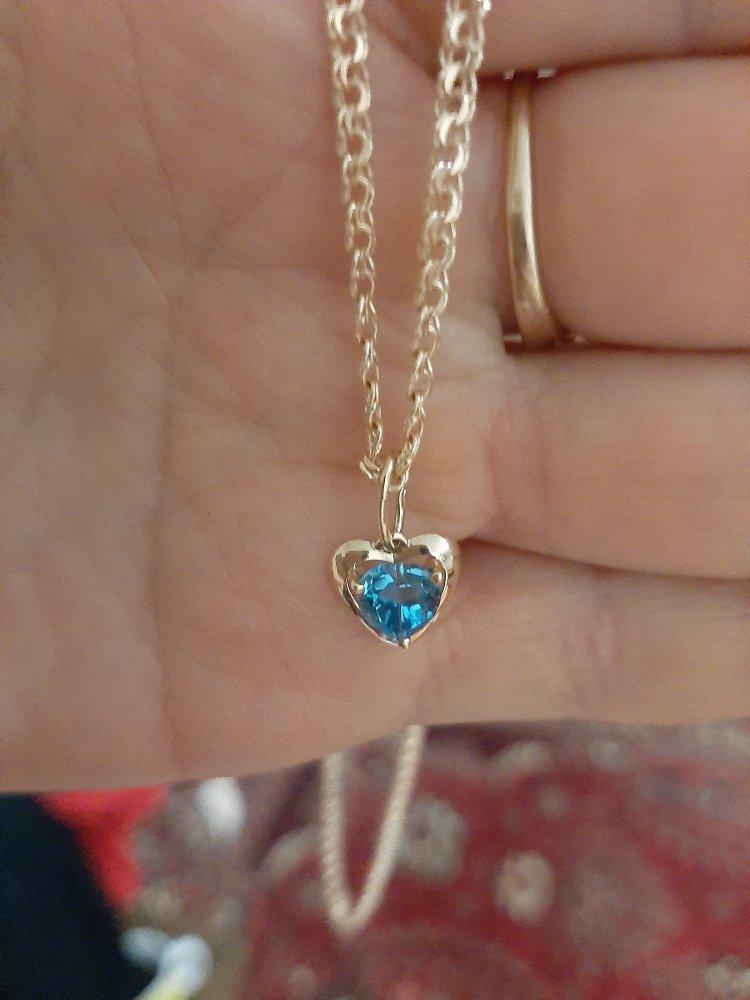Подвеска красивая 0,65гр.камень опал подберала дочери в подарок.