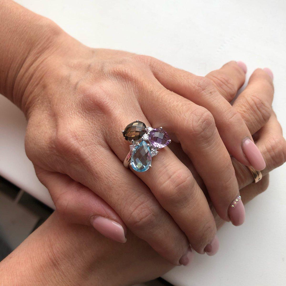Кольцо серебряное с камнями микс