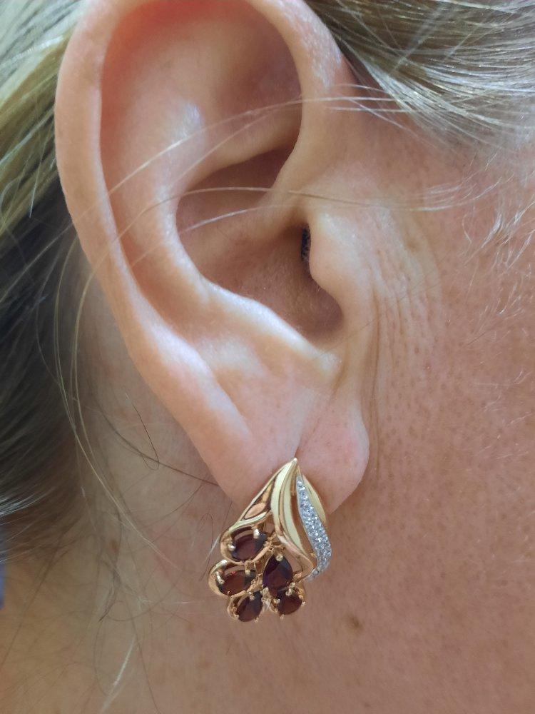Нет слов!!! роскошные серьги!! яркие,броские, цвет камней глубокий.