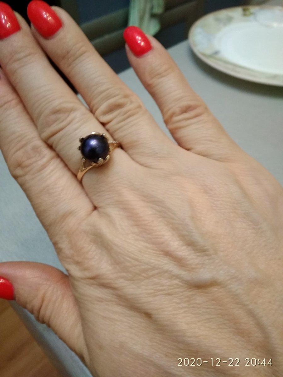Кольцо с черным жемчугом и бриллиантами