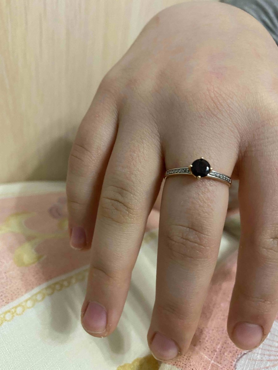 Кольцо смгранатом