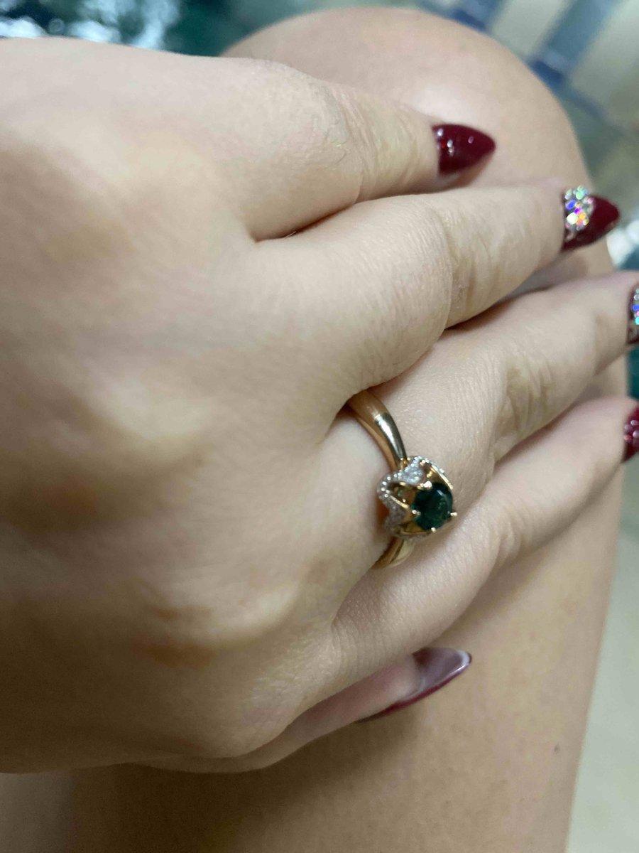 Кольцо с изумрудом и брильянтами