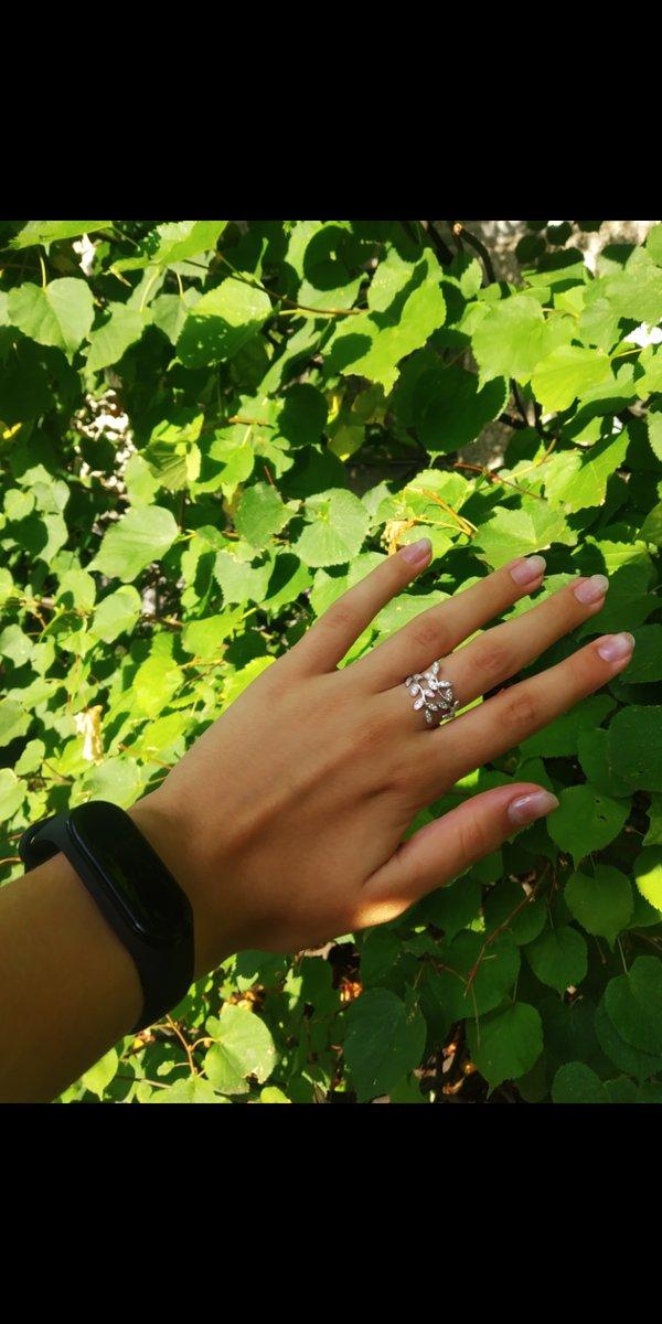 Мне очень понравилось кольцо, оно красивое и удобное, только один минус:
