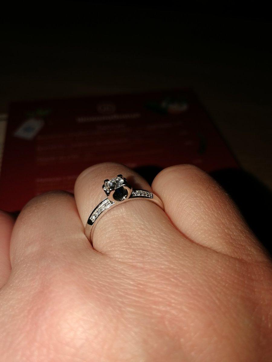 Кольцо с роскошными бриллиантами.