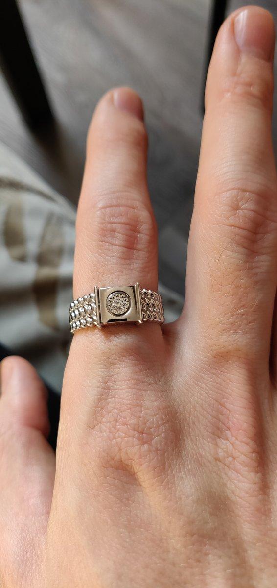 Достойное золотое кольцо с бриллиантом