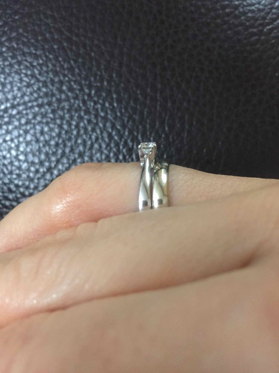 Кольцо мне очень понравилось! классика ничего лишнего, выглядит безупречно!