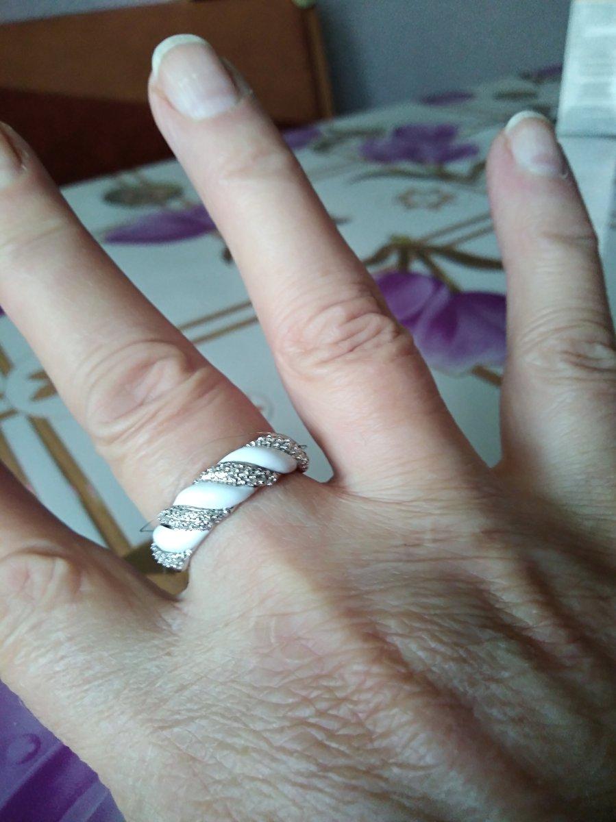 Кольцо элегантное смотрится красиво. спасибо продавцу ульяне.