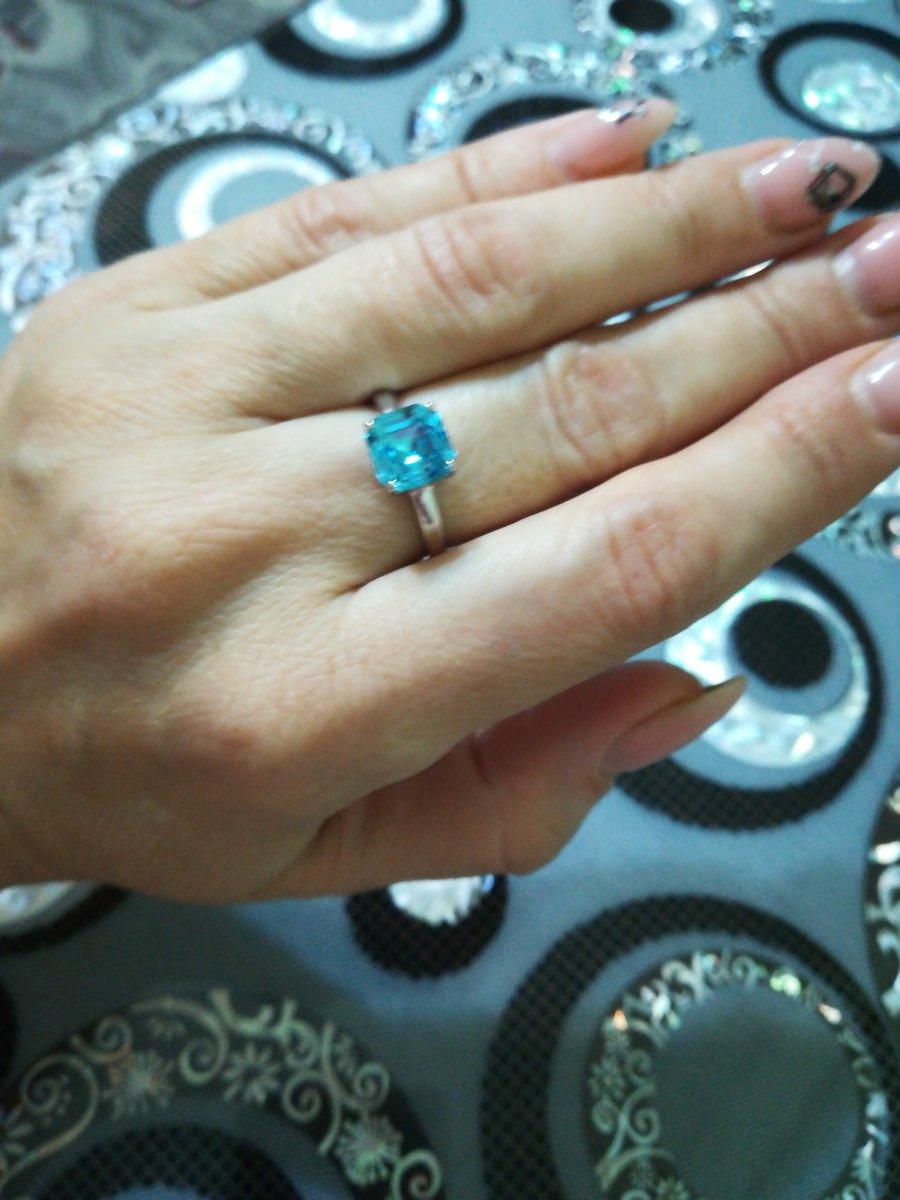 Кольцо очень красивое, выглядит дороже своей цены.