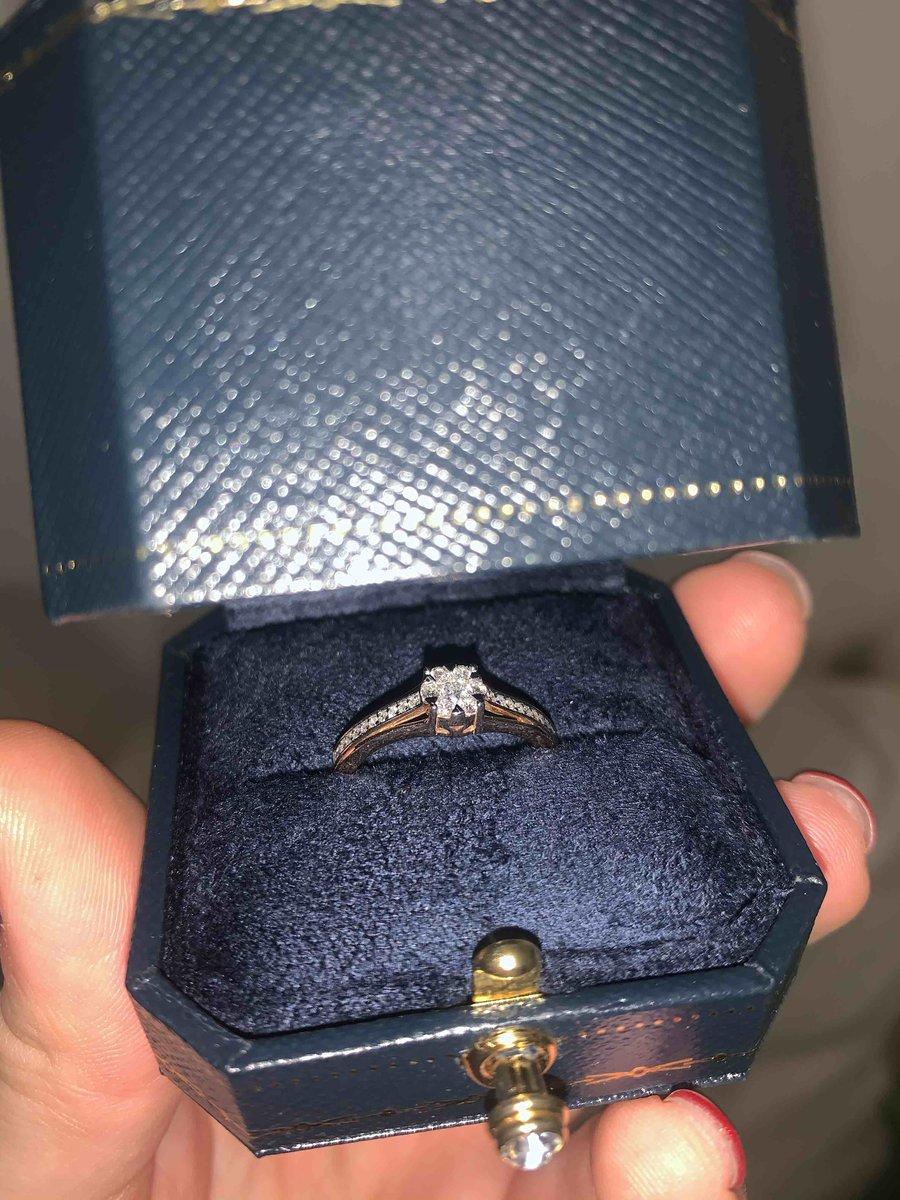 Этим кольцом мне сделали предложение))