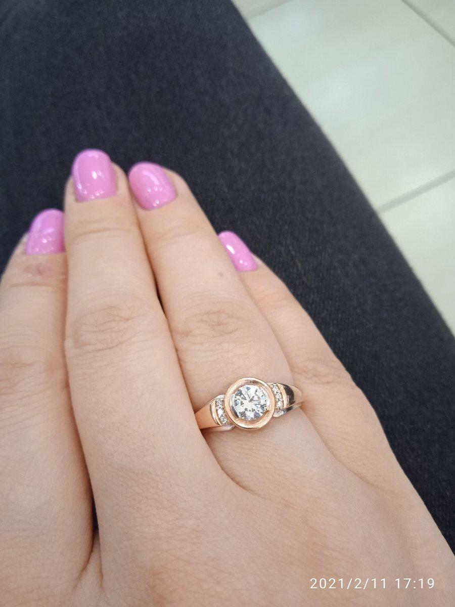 Шикарное, колечко очень блестит я рада такому кольцу