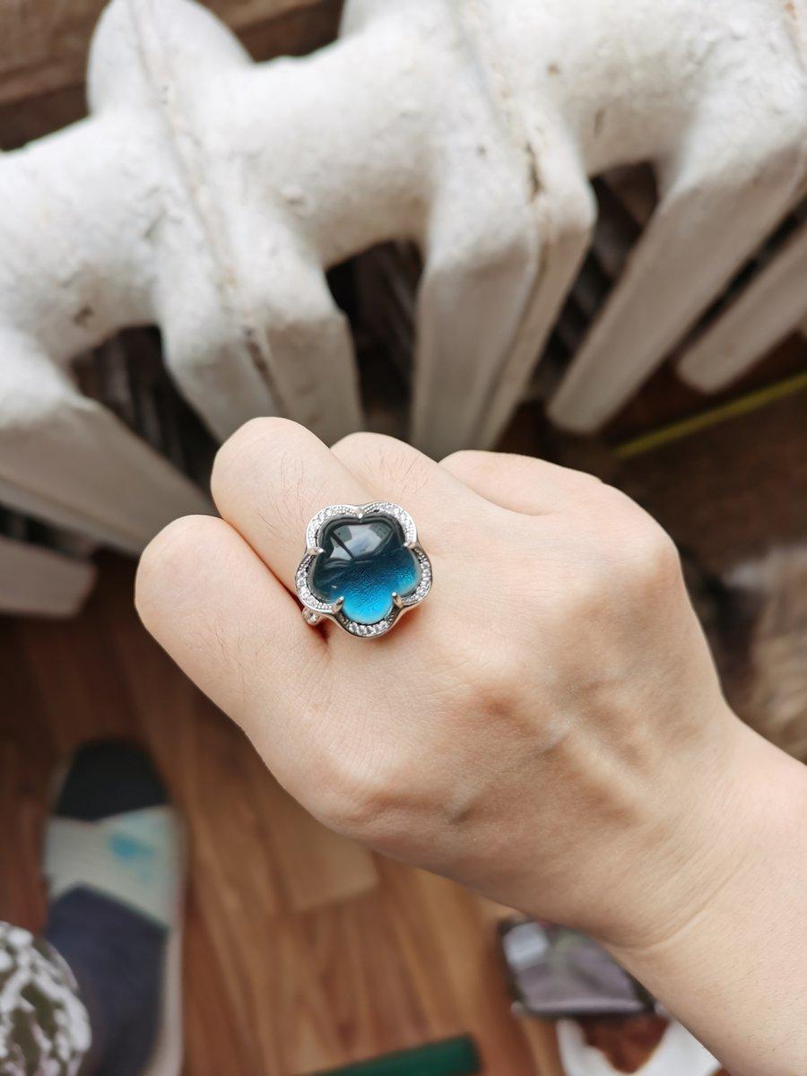 Очень красное кольцо