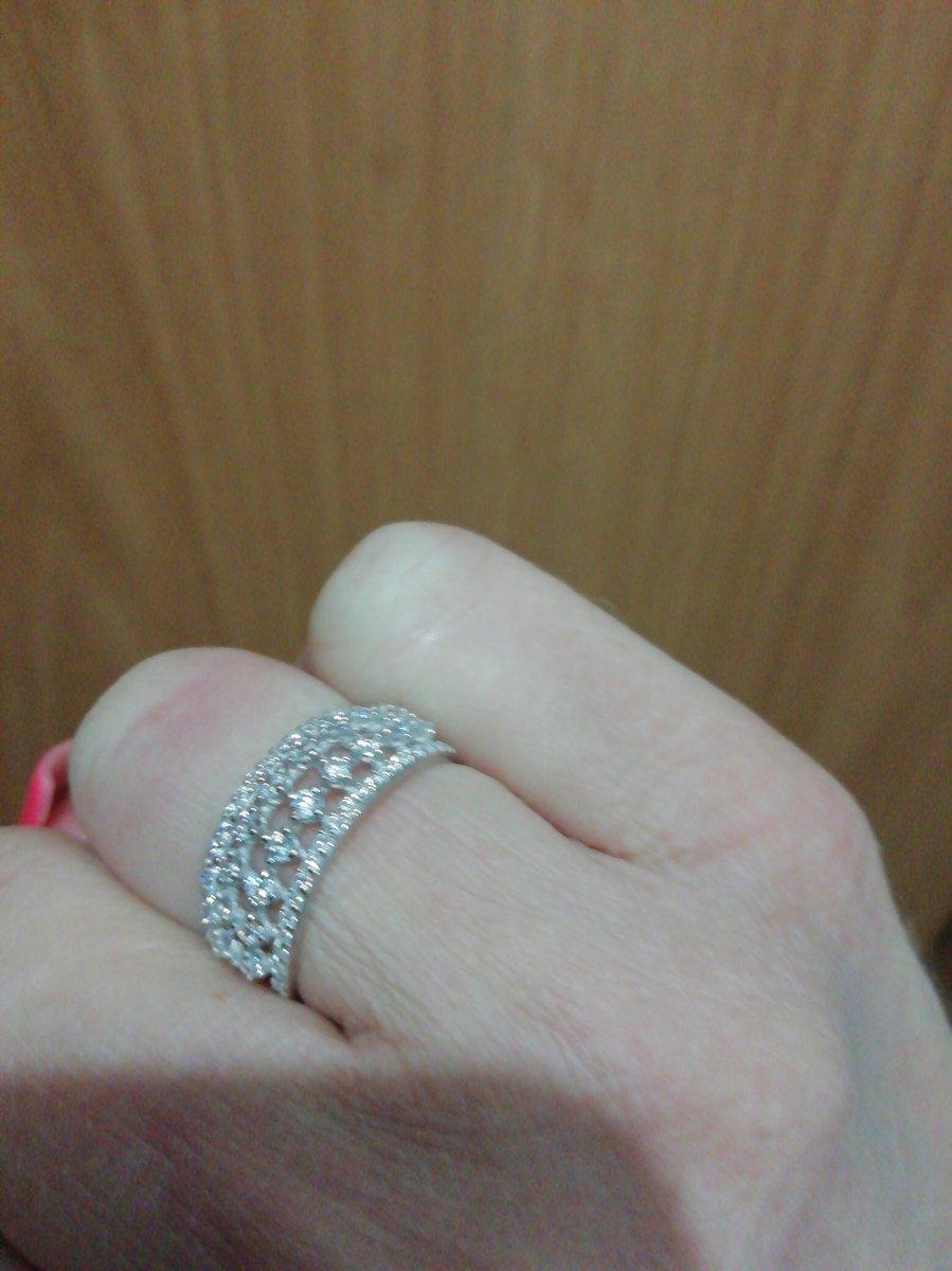 Очень красивое кольцо.  оказалось лучше чем на фото. миниатюрное