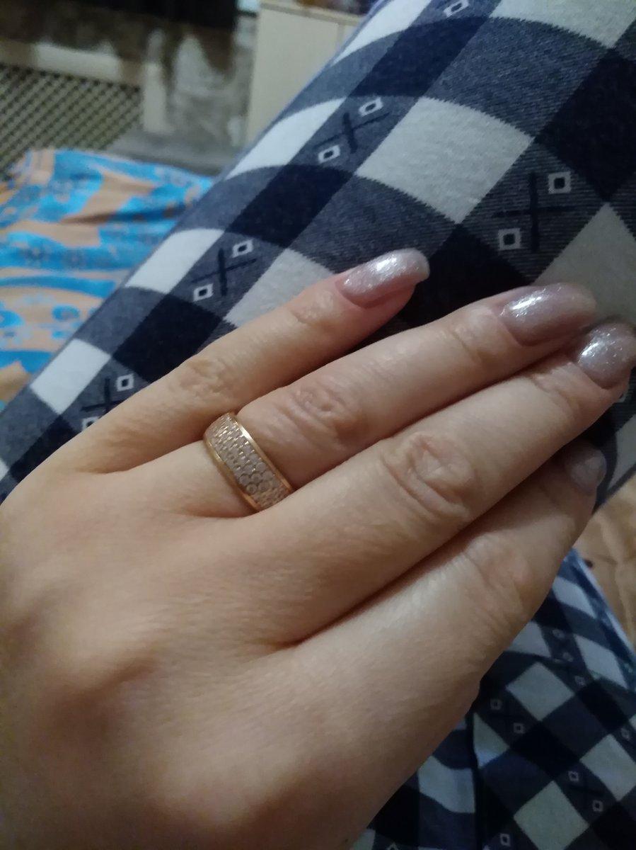 Кольцо с белым фианитом.