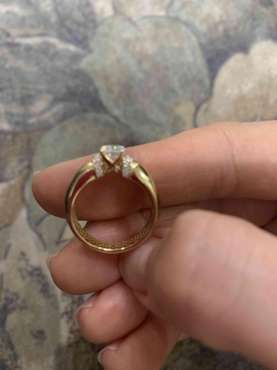 Очень красивое кольцо, обожаю лимонное золото!!!