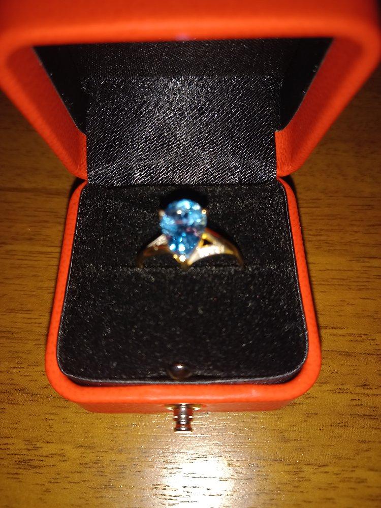 Золотое кольцо с топазом!