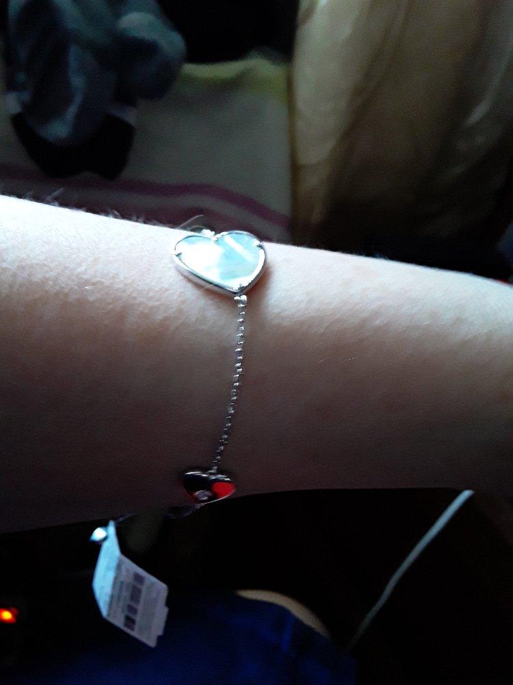 Сереряный браслет с сердечками.