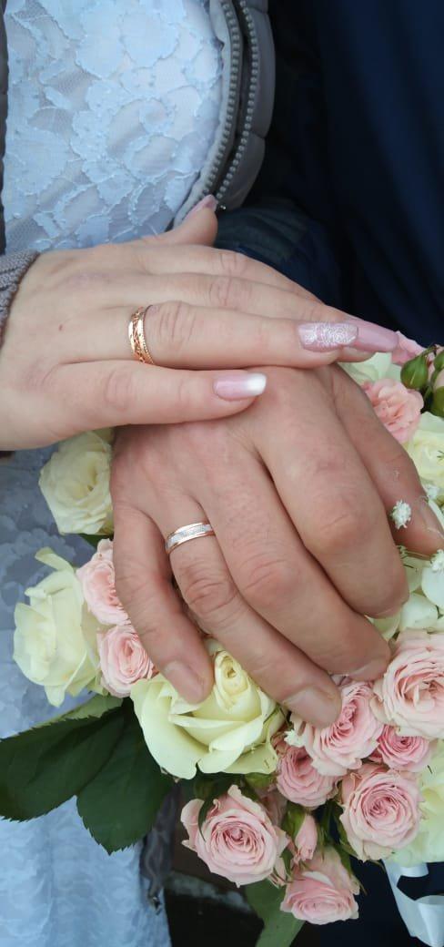Обручальное мужское кольцо, очень красиво смотрится на мужской руке!!!!!!!!
