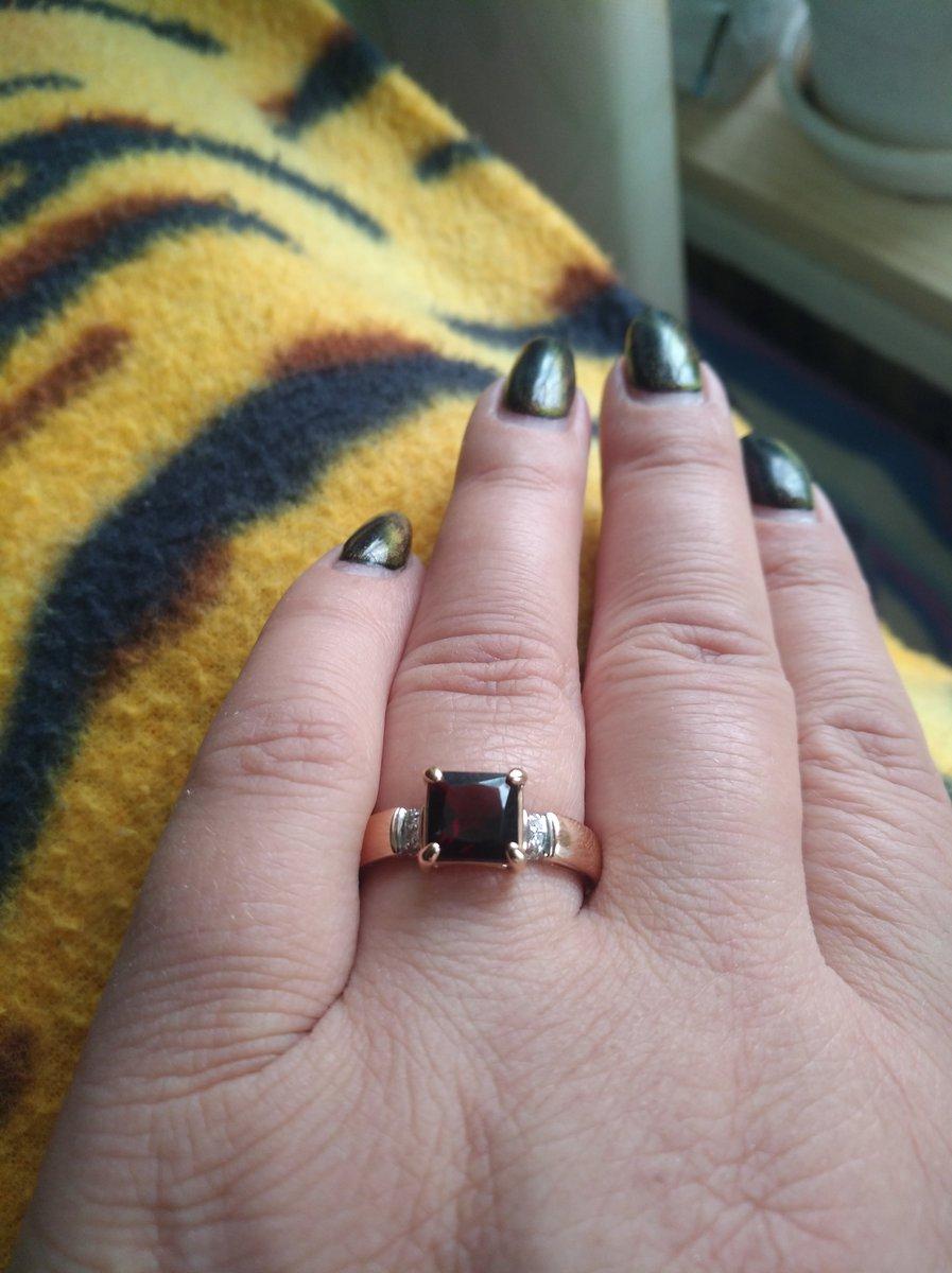 Кольцо шикарное,спасибо брату за подарок на день рождение.