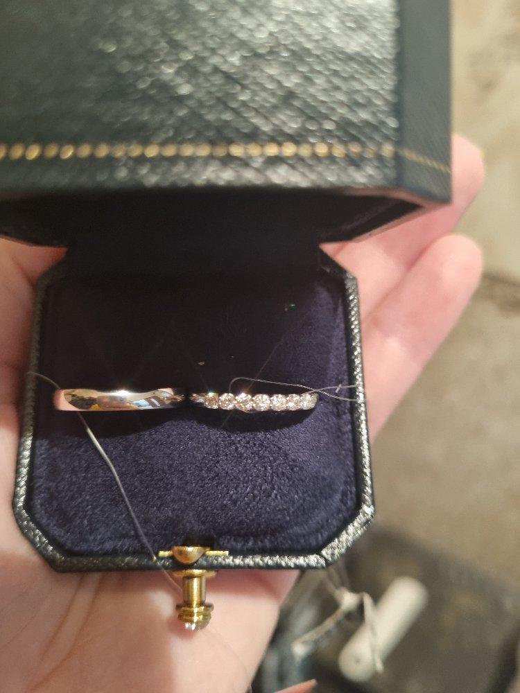 Замечательное обручальное кольцо!