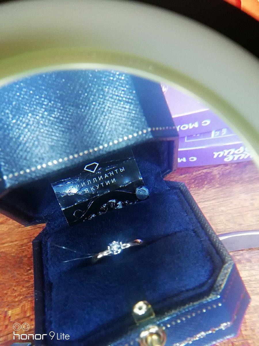 Кольцо с бриллиантом в подарок