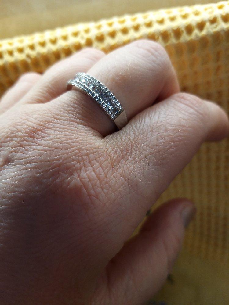 Кольцо с квадратными фианитиками! красота!