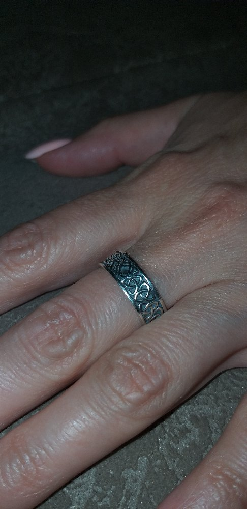 Серебрянное кольцо-оберег.