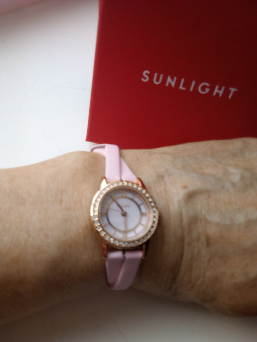 Женские часы наручные с перламутром и кристаллами на кожаном ремне Супер !