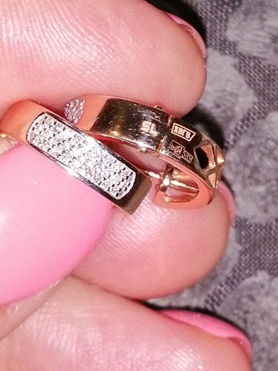 Подарок просто так До бриллиантов ой свадьбы ещё долеко.