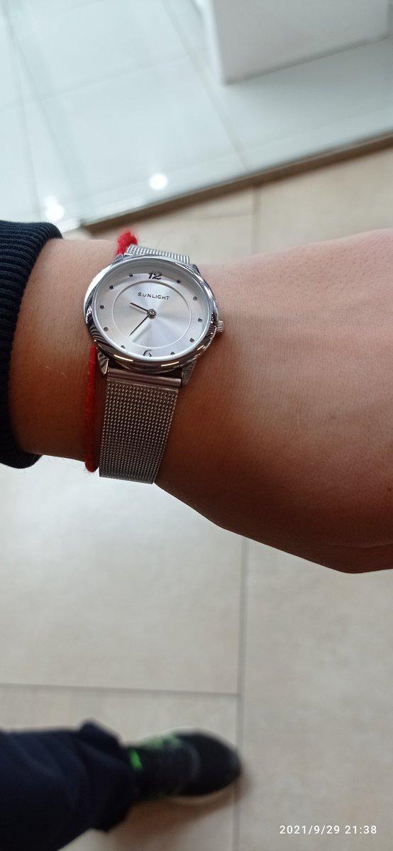 Часы суперские , без всяких побрекушек  ,это слова моей дочери.