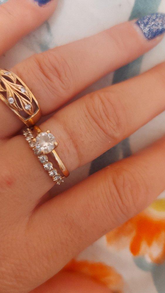 Это кольцо очень нежно смотрится на руке,спасибо вам санлайт,всегда радуешь