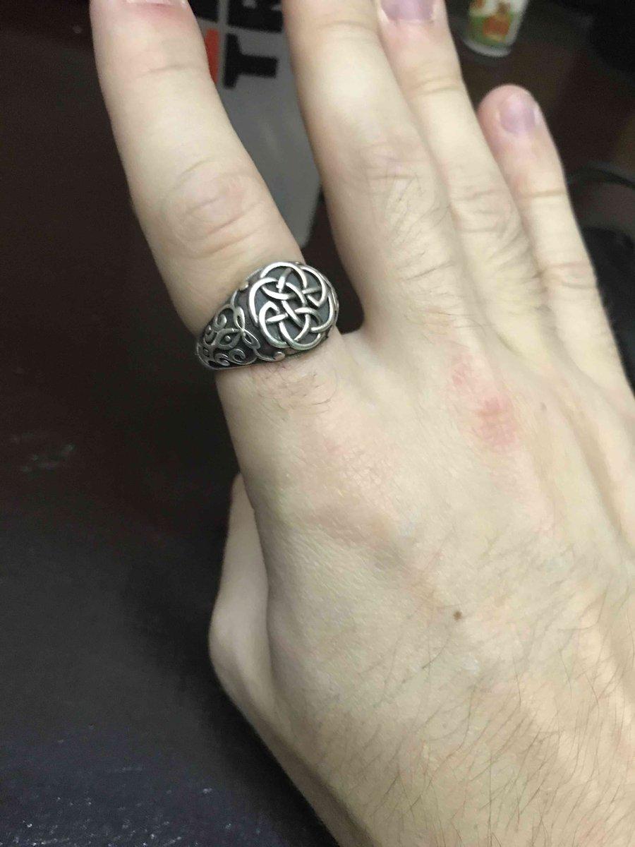 Кольцо-перстень , хорошо смотриться на руке !