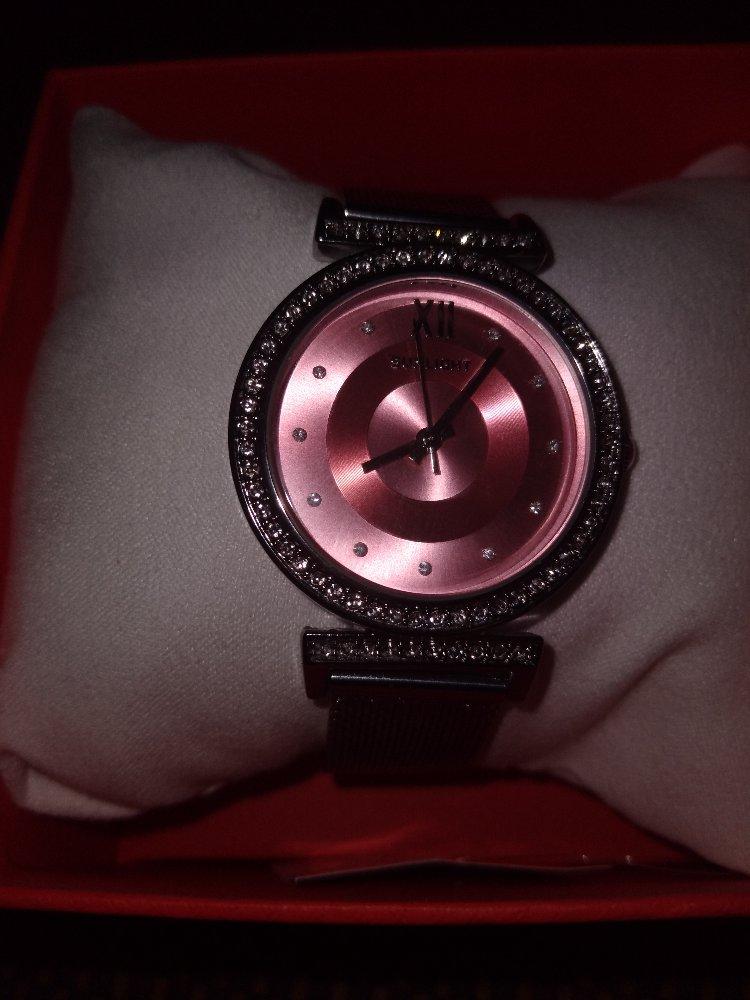 Красивае часы. Стильно смотрятца.