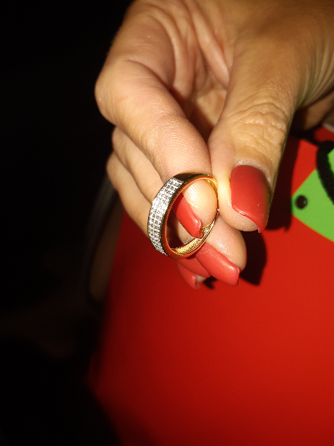 Великолепное кольцо любимой жене!