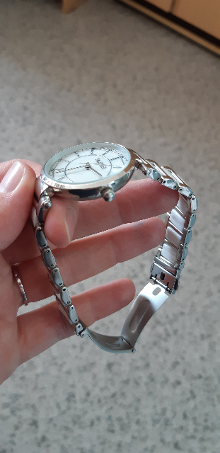 Часы со вставками из керамики.