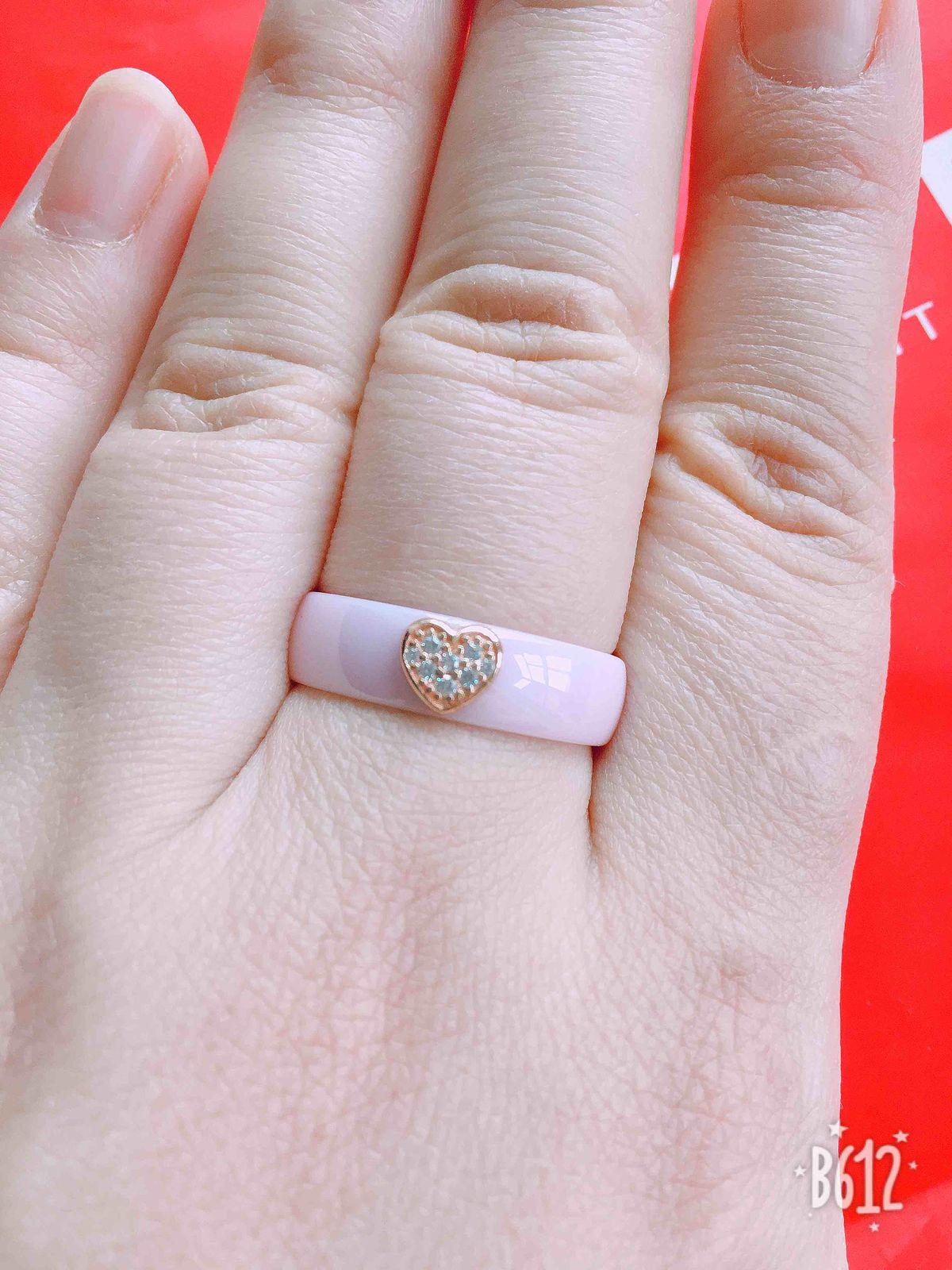 Кольцо из керамики, да ещё и розовое!