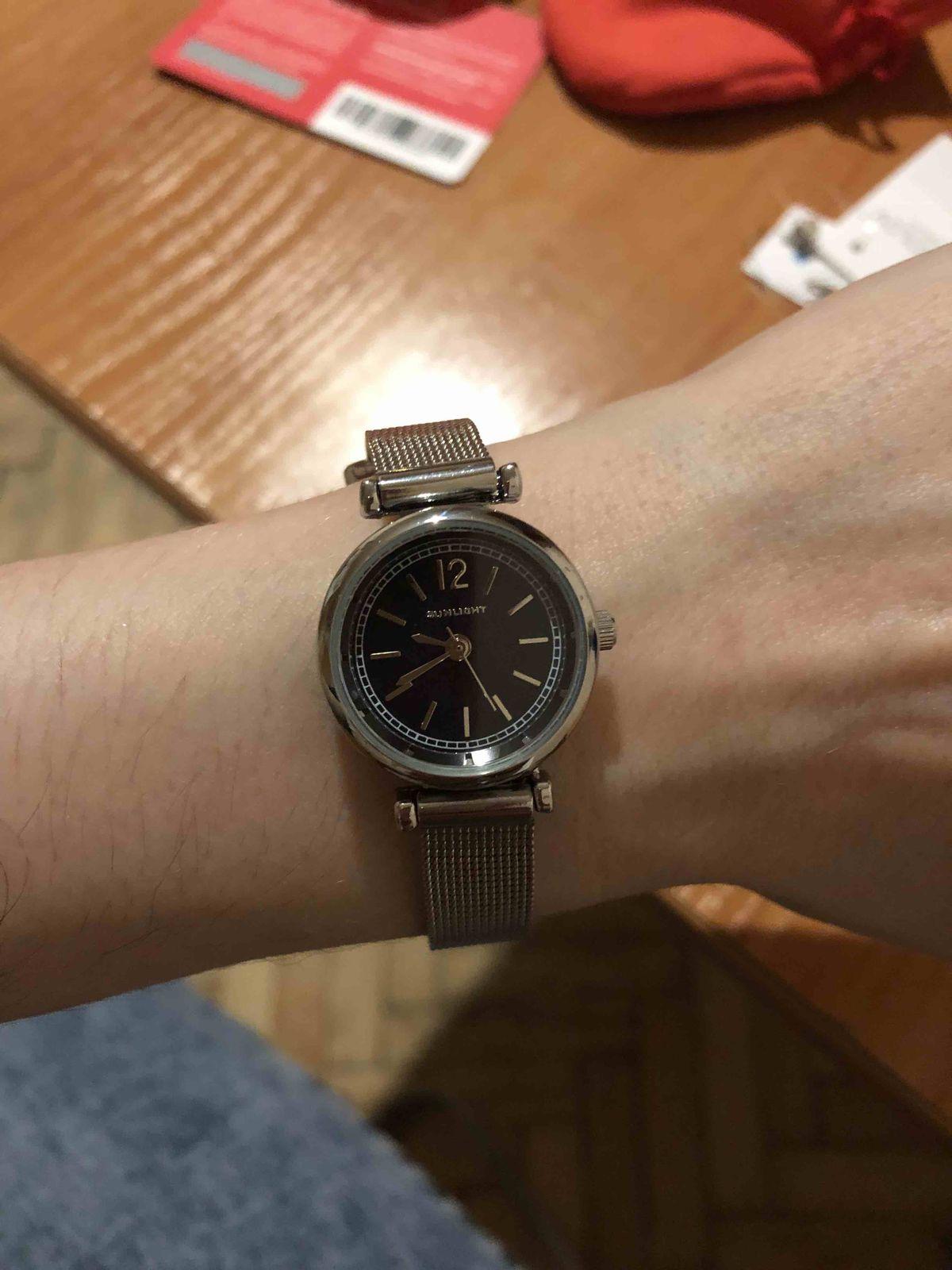 Часы на миланском браслетн