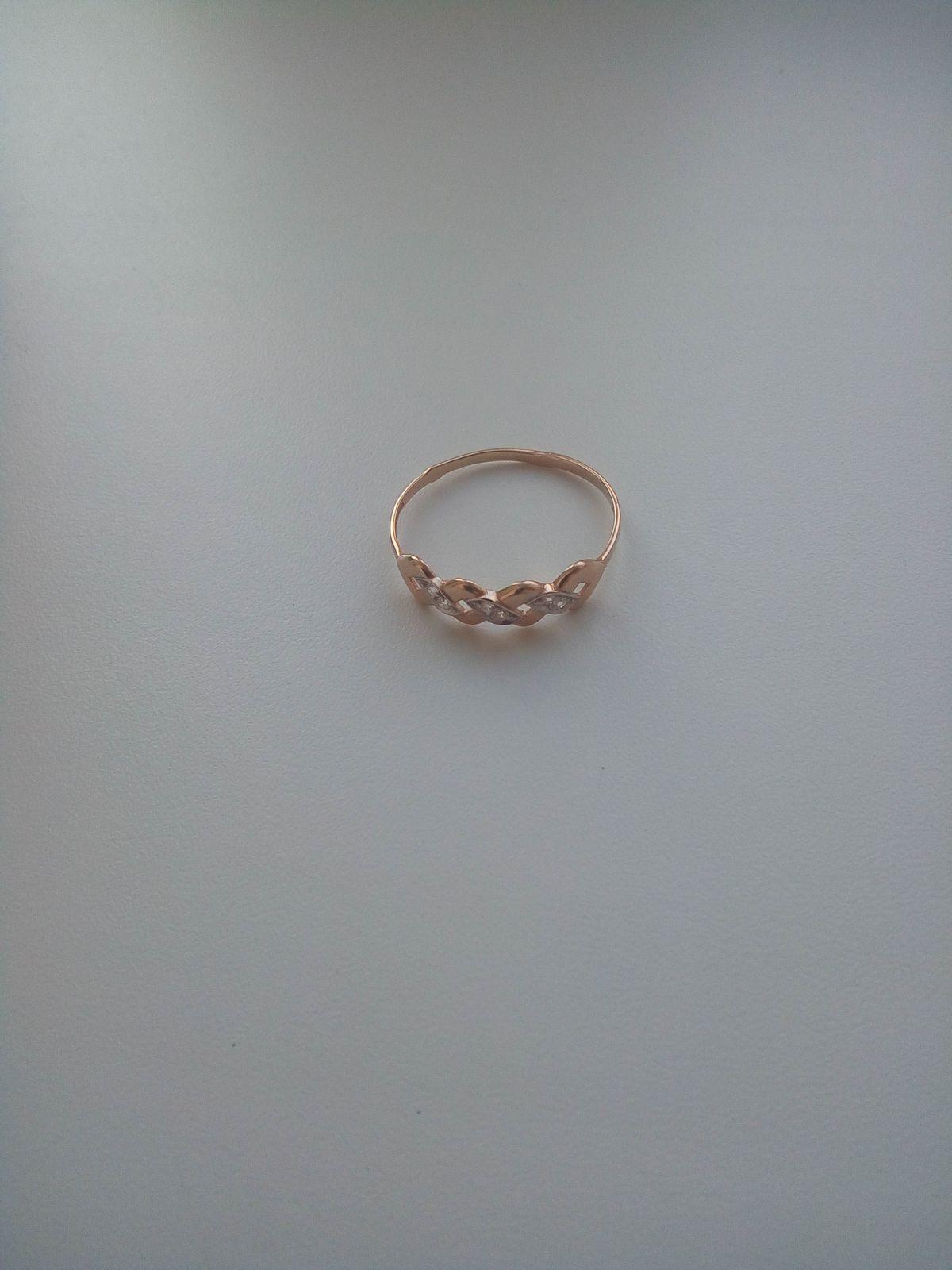 Интересное стильное и миниатюрное кольцо
