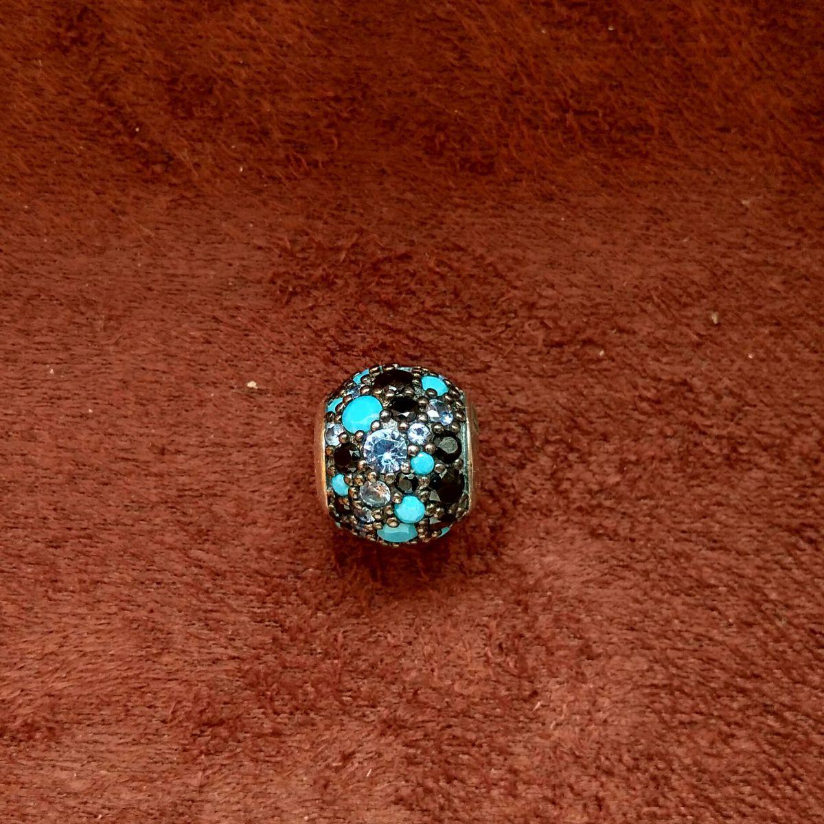 Шарм из серебра с драгоценными камнями