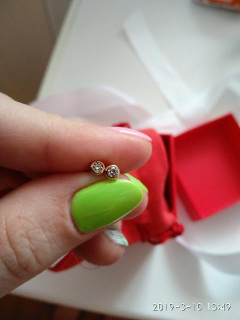 Очаровательные пуссеты с бриллиантами