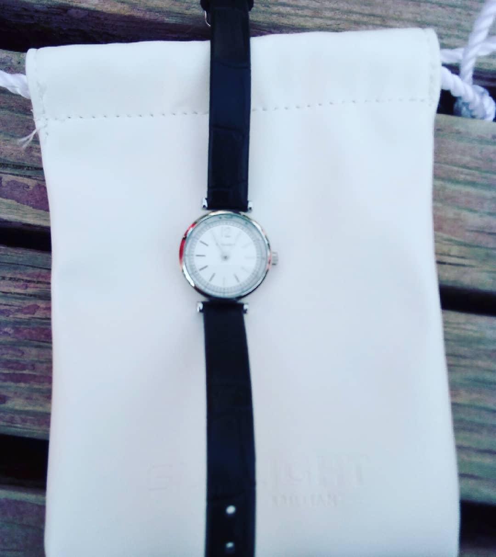 Часы черная классические