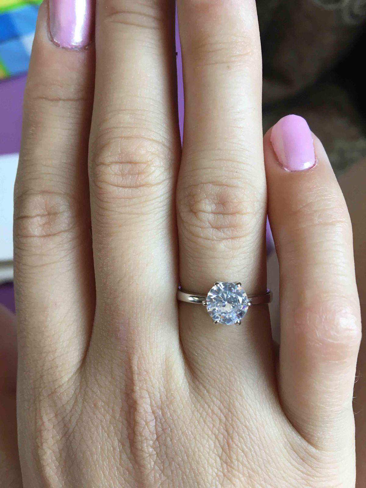 Серебряное кольцо с большим фианитом!